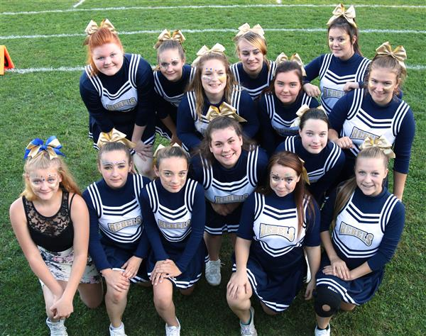cheerleading team at homecoming
